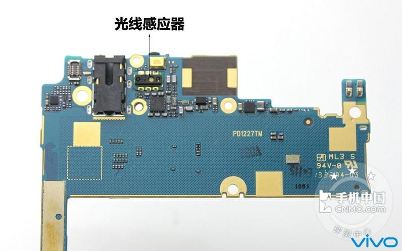 对比x3和x5 max的电路板背面,可见x5 max的背板是多么滴干净