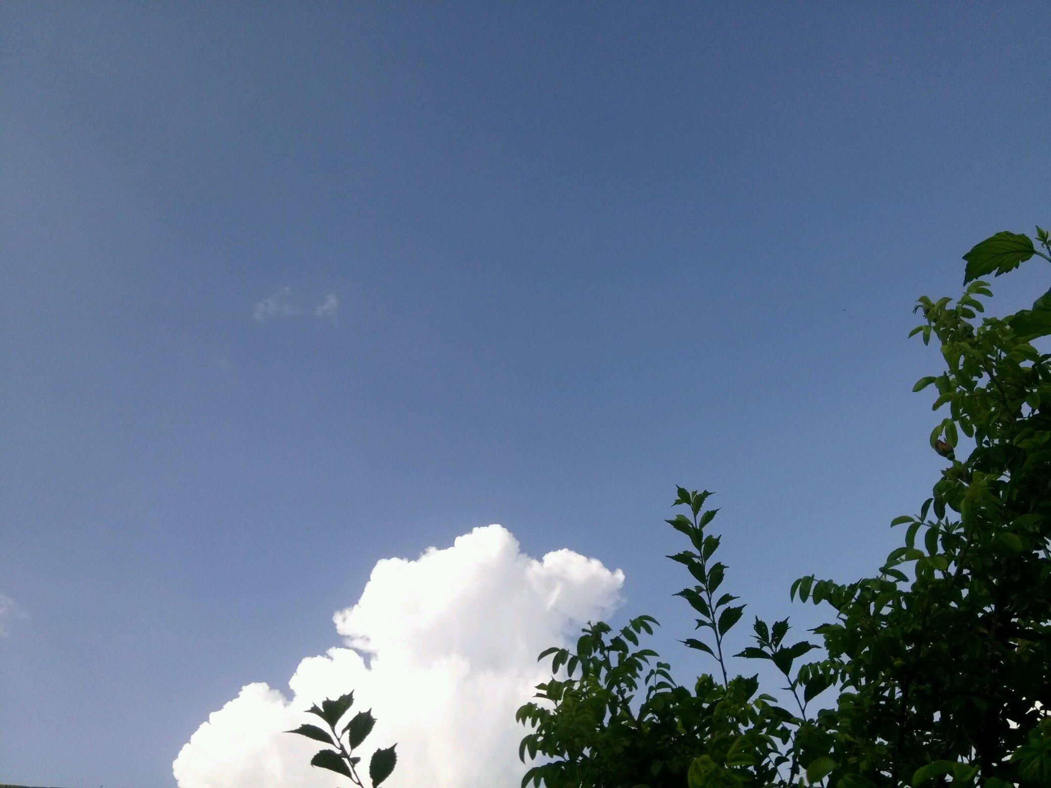 晴朗的天空图片