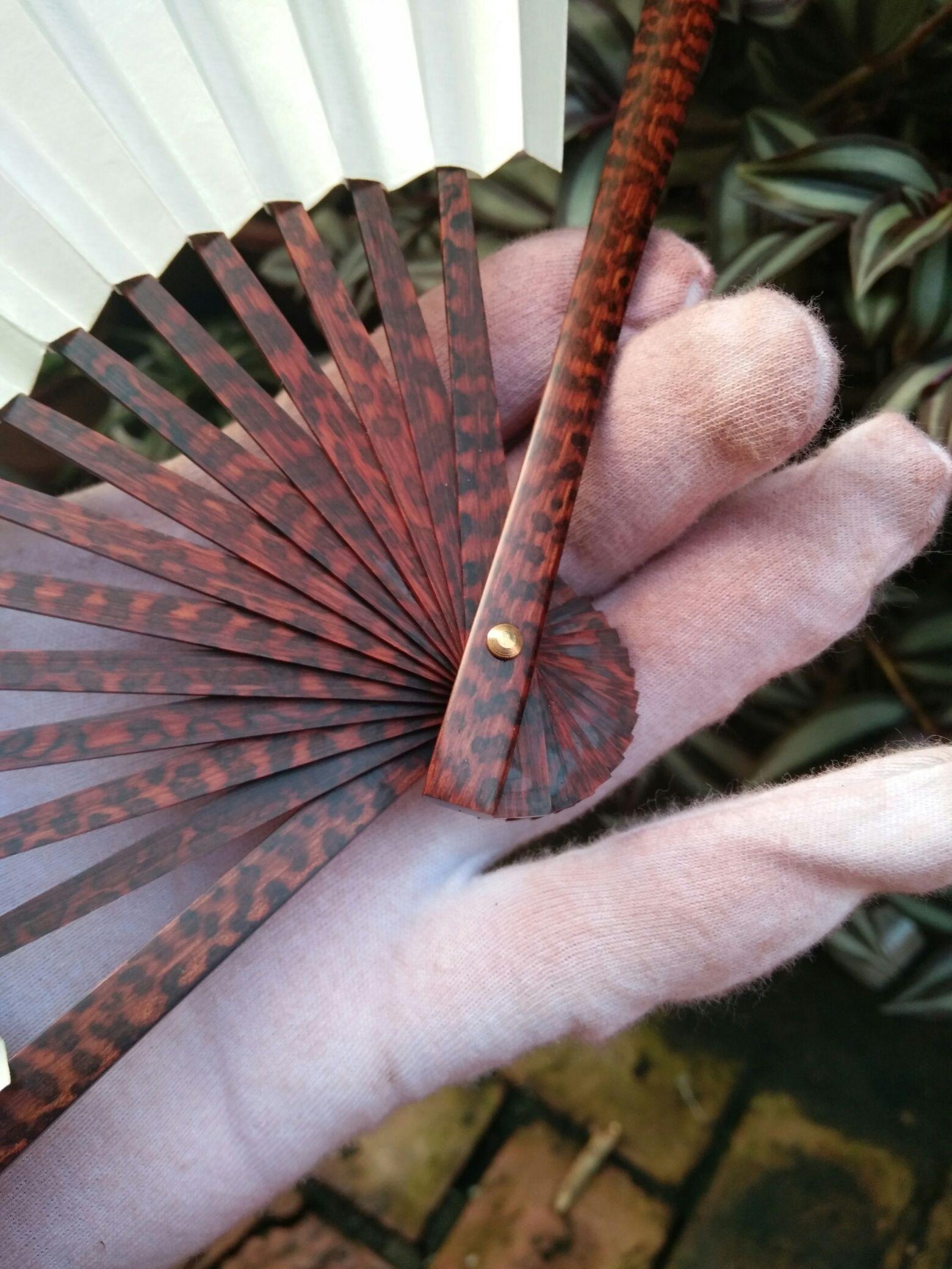 南美洲蛇纹木扇子.