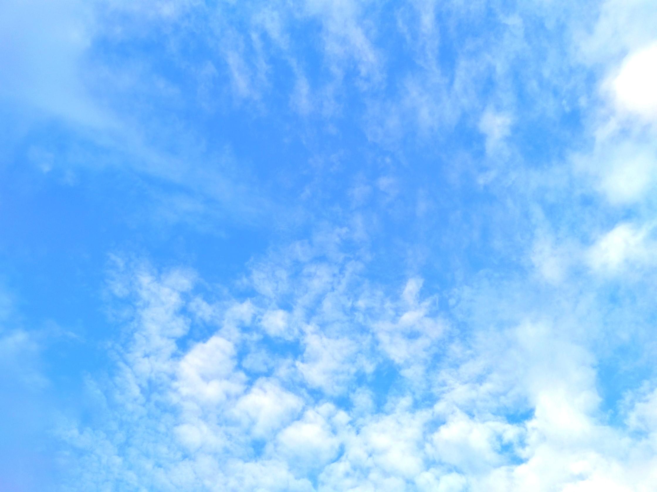 粉蓝色背景�_蓝色的天空哦