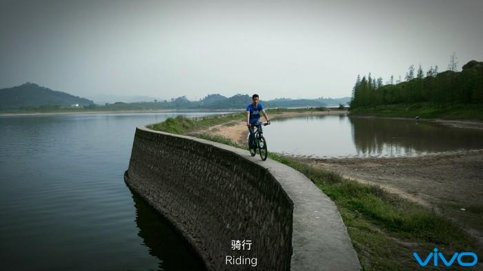 岸上骑车.jpg