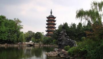 文笔塔与天宁宝塔,这两座宝塔,分别坐落在红梅公园的南端与西端,像极了好哥