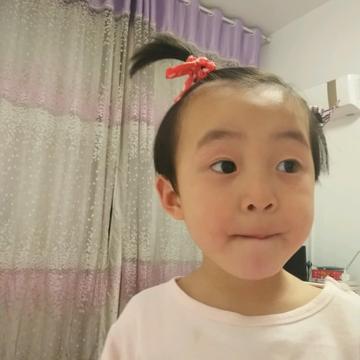 【相机大作战】+爱臭美的小女孩+自拍