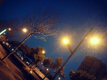 夜晚的灯光璀璨