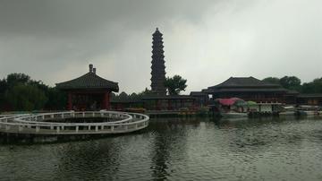 阴雨天的铁塔