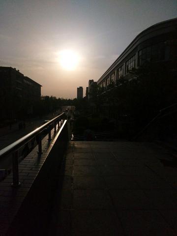 校园逸景――暮光