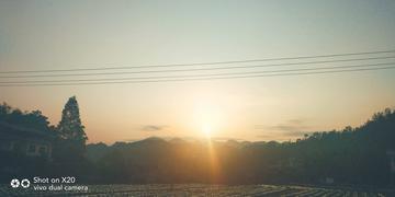 日出时分与落日余晖