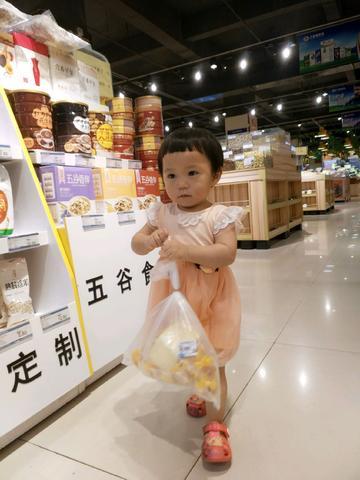 果果妞去超市shopping