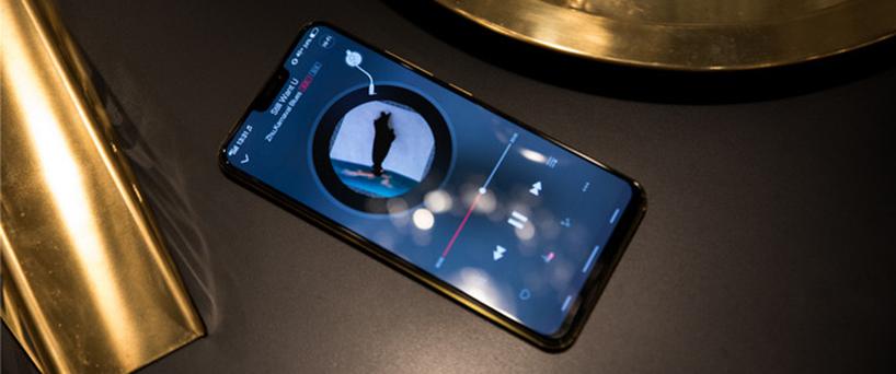 【X21评测】X21黑金手机,时尚风范带着一丝奢华